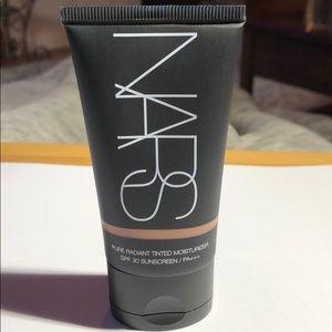 NARS radiant tinted moisturizer spf 30